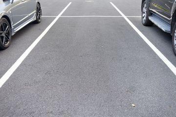 Parkplätze hinter dem Haus